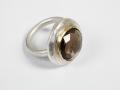 ring zilveren plak met rookkwarts gezet in geelgoud 18kt